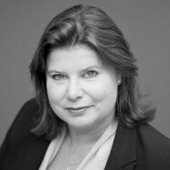 Nicoline Grijmans-Veenendaal. Advocaat, gespecialiseerd in ouderschap en regelmatig spreker bij Stichting Meer Dan Gewenst